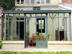How to make the small greenhouse? There are some tempting seven basic steps to make the small greenhouse to beautify your garden. Greenhouse Interiors, Backyard Greenhouse, Small Greenhouse, Greenhouse Ideas, Extension Veranda, House Extension Design, Garden Room Extensions, House Extensions, Small Porches