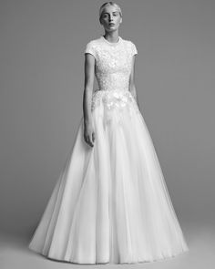 The complete Viktor & Rolf Bridal Fall 2018 fashion show now on Vogue Runway. Most Beautiful Wedding Dresses, Classic Wedding Dress, Fall Wedding Dresses, Wedding Attire, Beautiful Gowns, Bridal Dresses, Wedding Gowns, Vogue, Viktor & Rolf