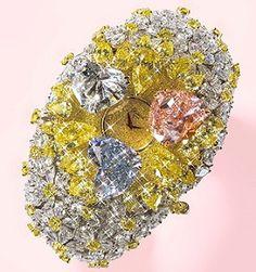 201 Karat of Chopard1. 201 Carat of Chopard  Firmato Chopard, è tempestato di diamanti, tra cui alcuni gialli e bianchi di 163 carati, per un totale di 201k. A fare da contorno all'orologio vi è un prezioso braccialetto con tre diamanti a forma di cuore, pronti ad aprirsi come petali di un fiore nel momento in cui il meccanismo a molla viene attivato. Valore $ 25.000.000.00.