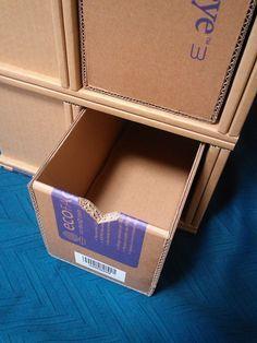 Diy Cardboard Furniture, Cardboard Box Crafts, Cardboard Paper, Diy Crafts Hacks, Diy Home Crafts, Diy Arts And Crafts, Diy Doll Closet, Diy Clothes Storage, Sewing Room Decor