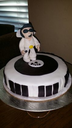 Elvis Cake I made for my mom's birthday. It's my first gumpaste figure. Covered with marshmallow fondant.