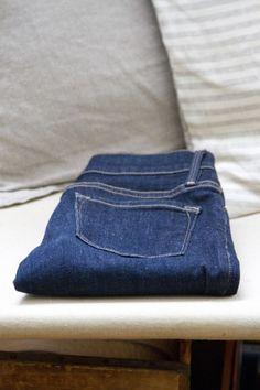 growing a minimalist wardrobe: blue jeans | reading my tea leaves