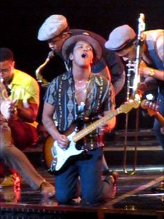 Bruno Mars proves at his concert why he deserves to win music awards - Tampa Bay cultural events | Examiner.com - click on photo for article and photos