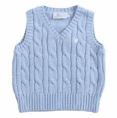 """Chaleco para bebe niño tejido en algodón 100%, en color azul claro. Cuello en """"V"""" y sin mangas. Al frente del lado superior izquierdo, la coronita emblema de EPK, bordada en blanco. Baby Clothes Patterns, Baby Patterns, Clothing Patterns, Knitting Patterns Boys, Knitting Designs, Baby Vest, Baby Cardigan, Knitted Baby Clothes, Vest Pattern"""