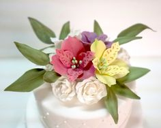 Flores de açúcar #astromelias para noivado! Bolo de casamento #bridecake