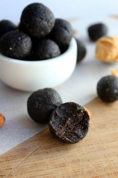 Healthy Dark Chocolate Peanut Butter Fudge Power Bites