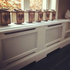 Interieurbouw: Renaissance van de radiatorombouw The Doors, Interior Styling, Entryway Tables, Renaissance, Home Appliances, Cabinet, Living Room, Storage, Cover