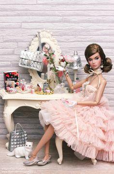 Model Living Poppy Fashion Royalty Dolls, Fashion Dolls, Barbie Tumblr, Bridal Dresses, Flower Girl Dresses, Barbie Clothes, Barbies Dolls, Barbie Party, Poppy Parker
