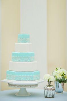 Blue and white wedding cake/ azul Tiffany Diy Wedding Cake, Luxury Wedding Cake, Wedding Cake Photos, Beautiful Wedding Cakes, Wedding Cake Designs, Beautiful Cakes, Pretty Cakes, Luxury Cake, Table Turquoise