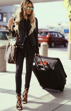 Pinterest: @ theapresgal ❄△ | That's what I call travelling in style! Damn I wish I could look like that at the airport!