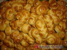 Traditional smirneika koulourakia Recipe by Cookpad Greece - Cookpad Greek Sweets, Greek Desserts, Greek Recipes, Vasilopita Cake, Koulourakia Recipe, Greek Cake, Greek Cookies, Greek Pastries, Cookie Recipes