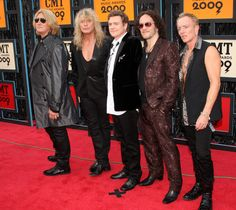 Joe Elliott and Phil Collen Photo - 2009 CMT Music Awards - Arrivals