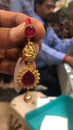 Gold Chain Design, Gold Bangles Design, Gold Earrings Designs, Gold Jewellery Design, Gold Wedding Jewelry, Gold Jewelry Simple, Simple Earrings, Ear Cuff Jewelry, Indian Jewelry Earrings