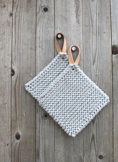 1380503647 437 Yarn Projects, Knitting Projects, Crochet Projects, Crochet Home, Knit Crochet, Crochet Potholders, T Shirt Yarn, Leather Craft, Pot Holders