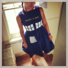 Vogue pattern V8723 was perfect for my Tardis dress