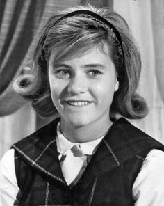 Profile | Patty Duke: Sitcom star Hollywood Walk Of Fame, Hollywood Stars, Old Hollywood, Young Actors, Child Actors, Patty Duke Show, Sara Gilbert, Elizabeth Montgomery, Star Pictures