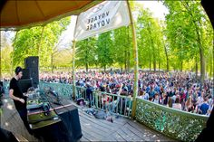 This Sunday the kiosque of Brussels Park will turn into a vibrating dance-floor! Discover Brussels´ outdoors events and make the most out of this summer!