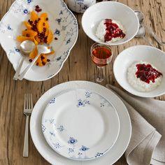 Kay Bojesen Grand Prix dinner fork, and small salad set. Kay Bojesen Grand Prix dinner fork, and small salad set. Royal Copenhagen plates, bowls, and platte Royal Copenhagen, Side Plates, Plates And Bowls, Blue Color Pallet, Royal Blue Color, Cobalt Blue, Dinner Fork, Vintage Dinnerware, Cutlery Set