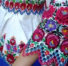 Folk Embroidery parna vintage linen and hemp: Traditional Hungarian Embroidery Siogard. Hungarian Embroidery, Folk Embroidery, Learn Embroidery, Vintage Embroidery, Shirt Embroidery, Chain Stitch Embroidery, Embroidery Stitches, Embroidery Patterns, Folklore