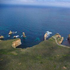 Bienvenue sur la #GreatOceanRoad en #Australie à bord de votre #Hélico !  Welcome in #Australia on the #Great #Ocean #Road from your #chopper! by prochaineescale http://ift.tt/1ijk11S