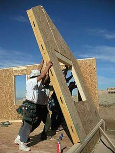 Structural insulated panels (SIPs), also known as foam core, stress-skin or sandwich panels, are a highly energy efficient alternative to stud-frame construction. Doesn't this have more mold issues then ICF forms? Trailer Casa, Sips Panels, Structural Insulated Panels, Passive House, Wooden House, Modular Homes, Building Materials, Modern House Design, Building A House