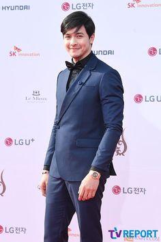 Alden Richards at the Seoul International Drama Awards. Alden Richards, Tv Awards, Love Photos, Asian Men, Seoul, Korea, Drama, Actors, Guys