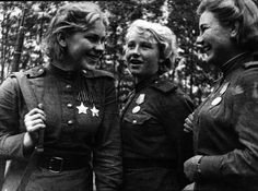 Снайперы 159-й стрелковой дивизии Р. Шанина, Л. Вдовина и А. Екимова