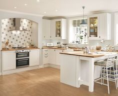 The Howdens Greenwich Shaker Range is perfect for creating that white shaker kitchen style. Add in oak worktops to complete the look.