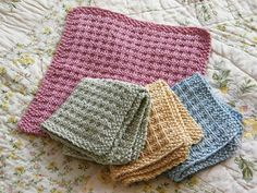 Spa-type wash cloth with directions for DK weight or worsted yarns - free pattern, from http://www.ravelry.com/patterns/library/spa-day-facecloth