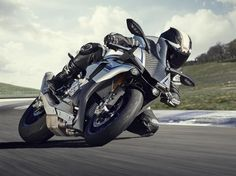 Yamaha unveils MotoGP-inspired, 200-horsepower R1 and R1M for 2015