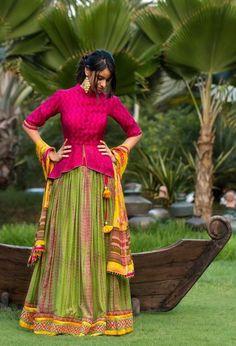 30 Latest Lehenga Saree Blouse Designs to inspire you - Wedandbeyond Sari Design, Choli Blouse Design, Fancy Blouse Designs, Saree Blouse Designs, Blouse Lehenga, Choli Dress, Peplum Blouse, Designer Kurtis, Indian Designer Outfits