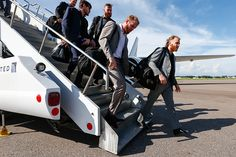 Patrick Kane, Bryan Bickell, Andrew Shaw and the rest of the team arrive in Tampa for Wednesday's game.