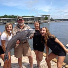 Reel in the big catches with the help of Rollan Dennis Hunting & Fishing Guide Service. Scout out schools of striper and catfish awaiting your bait on Lake Texoma in Kingston, Oklahoma.