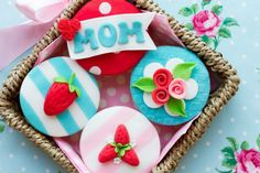 Che ne dite di dedicare un goloso dolce alle vostre mamme per la #festadellamamma? Saporie.com vi propone delle fantastiche #ricette abbinate a ogni profilo di mamma -> http://www.saporie.com/it/doc-s-31-20710-1-festa_della_mamma_il_dolce_perfetto_per_ogni_mamma.aspx
