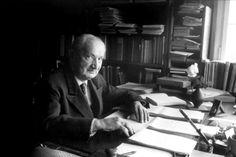 Scénographie.Célèbre est l'engagement de Martin Heidegger pour le régime nazi. Nombreuses furent les controverses autour de son œuvre et de son indulgence– ou plutôt son mutisme– au sortir de la...