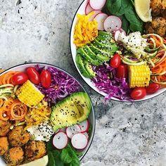 Two perfect colourful and nourishing bowls by @amandaswholesomekitchen  Eat a rainbow  #vegan #veganbowls #buddhabowls #greenbowl #veganrecipe #healthyrecipe