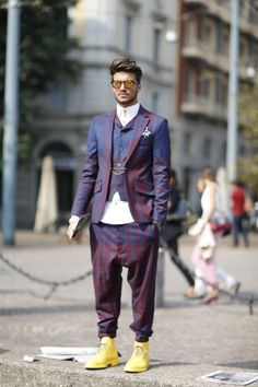 Este conjuntoFollowWestwood parece tão incrível nas ruas de #Milan como fez no AW13 / 14 da pista;  Muitos elogios para esse cara para puxar toda a aparência off tão bem!  #MFW WGSN tiro rua, Milan Fashion Week, primavera / verão 2014