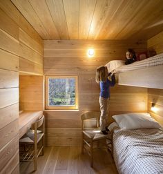 The kids room is outfitted with built-in bunk beds. Tagged: Kids Room, Bedroom Room Type, Medium Hardwood Floor, and Bed. Modern Bunk Beds by Allie Weiss from Creative and Cozy Countryside Homes. Browse inspirational photos of modern kids' rooms. Bunk Beds Built In, Modern Bunk Beds, Bunk Beds With Stairs, Kids Bunk Beds, Design Set, House Design, Cosy Bedroom, Kids Bedroom, Bunk Rooms