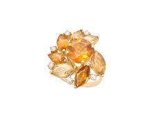 pantalena - O anel de citrinos e brilhantes criado por Mario Pantalena traduz o desejo máximo feminino por uma joia que represente o encontro perfeito entre design e tradição. Uma hipnose causada por um senhor bom gosto!