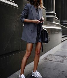 How To Wear Comfy Shoes: Best Outfits Ideas of 2018 – OD ANA DESIGN How To Wear Comfy Shoes: Best Outfits Ideas of 2018 casual outfit idea / grey blazer bag top mini skirt sneakers working girl Casual Winter Outfits, Casual Outfit Men, Casual Blazer, Casual Bags, Sporty Chic Outfits, Sporty Chic Style, Casual Shorts, Blazer And Shorts, Simple Outfits