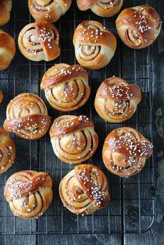 KANELBOLLER   TRINES MATBLOGG Sweet Bread, Pretzel Bites, Doughnut, Muffin, Food And Drink, Sweets, Cookies, Breakfast, Youtube