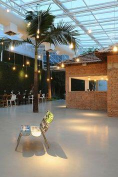 Vitor Penha -  industrial chic rústico rustic reuso de design iluminação lightning tijolo brick cobertura vidro glass ceiling glass roof parede verde parede viva green wall