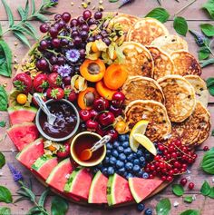 Fresh fruit with fluffy pancakes - fluffy banana chocolate chip . - Fresh fruit with fluffy pancakes – Fluffy banana chocolate chip pancakes with fresh fruit, chocol - Breakfast Party, Breakfast Platter, Breakfast Recipes, Fruit Pancakes, Tasty Pancakes, Fluffy Pancakes, Charcuterie And Cheese Board, Charcuterie Platter, Dessert Party