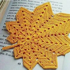 How to Crochet a Little Black Crochet Dress Crochet Leaf Patterns, Crochet Leaves, Doily Patterns, Crochet Motif, Crochet Designs, Crochet Doilies, Crochet Flowers, Knit Crochet, Knitting Patterns
