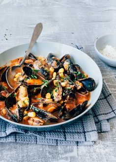 Seafood Pasta, Fish And Seafood, Feel Good Food, Football Food, Mussels, Fish Recipes, Chowder, A Food, Tapas