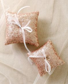 Sequin ring pillow rose gold |