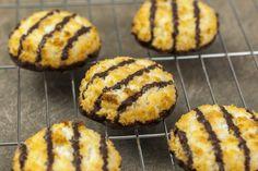 Omlós csokis, kókuszos keksz - Hetekig friss, puha marad - Recept | Femina Muffin, Food And Drink, Baking, Breakfast, Kuchen, Morning Coffee, Bakken, Muffins, Cupcakes