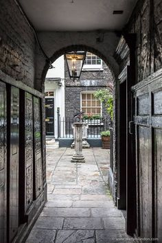 Pretty alley leading to Pickering Place, St James's, London England And Scotland, England Uk, London England, Oxford England, Ancient Greek Architecture, Gothic Architecture, Yorkshire England, Cornwall England, Yorkshire Dales
