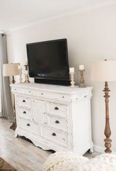 DIY Distressed TV Console // How to Upcycle your furniture (Diy Furniture Tv Stand) White Furniture, Furniture Layout, Cool Furniture, Living Room Furniture, Furniture Design, How To Distress Furniture, Furniture Stores, Furniture Dolly, Furniture Logo