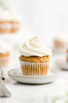 Healthy Mini Pumpkin Cupcakes + Cream Cheese Frosting – only 45 calories! They're the BEST … Mini Carrot Cake, Carrot Cake Cupcakes, Cupcake Cakes, Cup Cakes, Cupcake Cream, Cupcakes With Cream Cheese Frosting, Pumpkin Pie Mix, Pumpkin Spice, Pumpkin Scones
